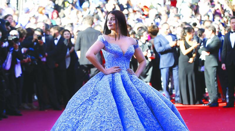 Cannes 2017: Aishwarya Rai Bachchan Arrives With Little Aaradhya In Tow...!
