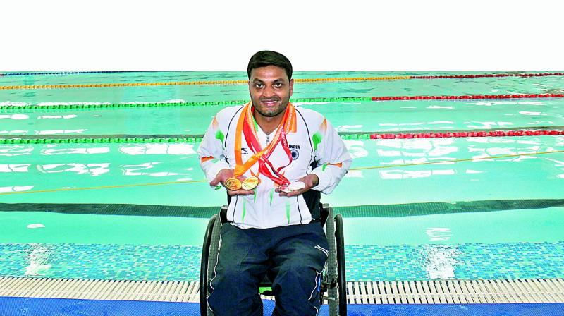 At the rehabilitation centre for paraplegics, he met Raja Ram Ghag, another paraplegic who inspired him to take up swimming.