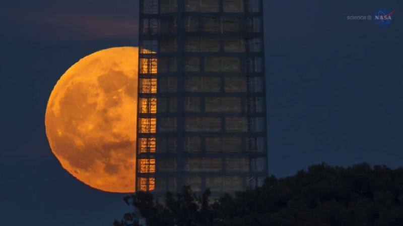 Monday's supermoon is huge, but Sunday's moon's no slouch