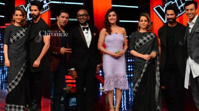 Shahid Kapoor and Kangana Ranaut were seen on the sets of the reality show 'The Voice India' to promote their upcoming film 'Rangoon' on Tuesday. (Photo: Viral Bhayani)