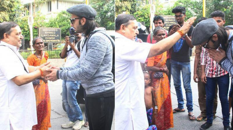 Ranveer Singh was recently spotted seeking blessings from a priest on the busy road in Bandra.