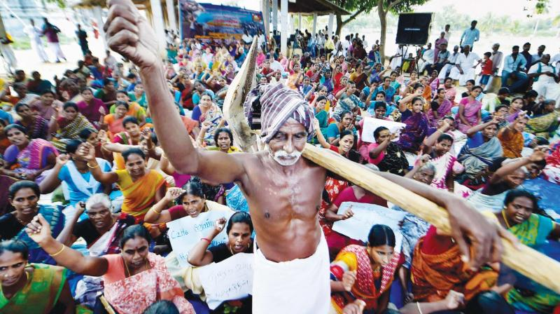 Families of the farmers protesting against the hydro-carbon project as it would cause damage to agriculture land and crops, in Neduvasal, Pudukottai district, on Thursday. (Photo: PTI)