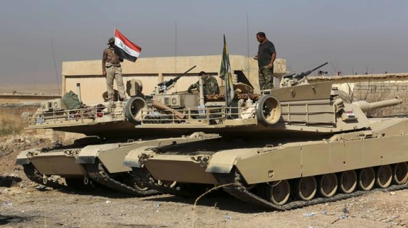 Iraqi army's elite force pauses advance near Mosul