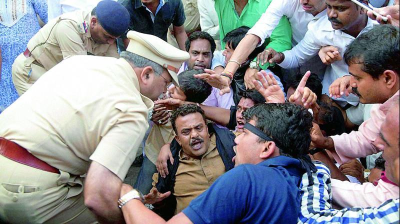 Modi to lay stone for Shivaji memorial today