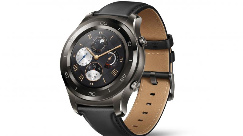 Powered by the Qualcomm Snapdragon Wear 2100 processor Huawei Watch 2 (4G supported version) has independent connectivity, allowing users to send messages or make calls independently of a mobile phone.