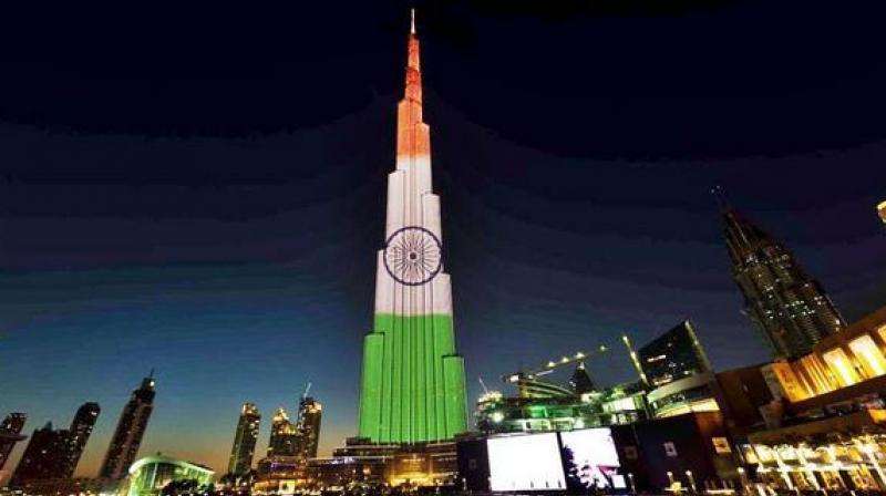 Burj khalifa lights up in tri colour to mark india 39 s for The burg hotel dubai