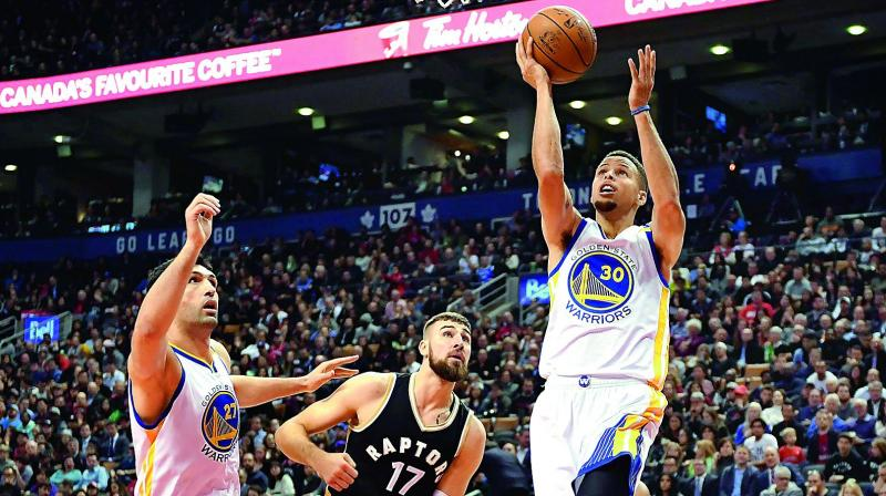 Golden State Warriors' Stephen Curry scores against Toronto Raptors during their game in Toronto. (Photo: AP)