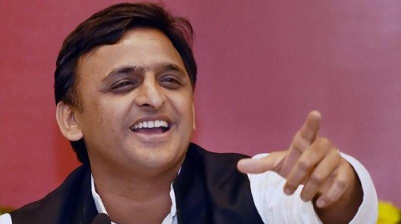 SP meets ends in acrimony, Akhilesh to stay as CM