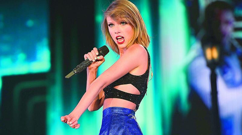 Taylor Swift Surprises Fans in Rhode Island