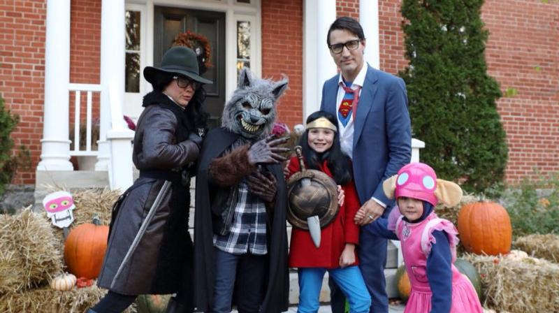 Justin Trudeau with his family dressed in Halloween costumes. (Photo: Twitter / Justin Trudeau)