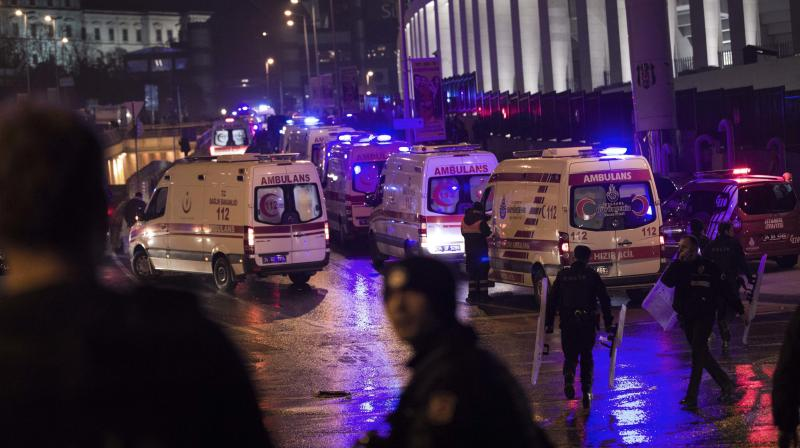 Istanbul auto  bomb injures some 20 police officers