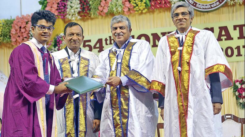 Former UIDAI chairman and Infosys co-founder Nandan Nilekani handing over certificates to a  student at IIT Madras on Friday. IITM chairman Pawan Goenka and director Bhaskar Ramamurthi are also seen.(Photo: DC)