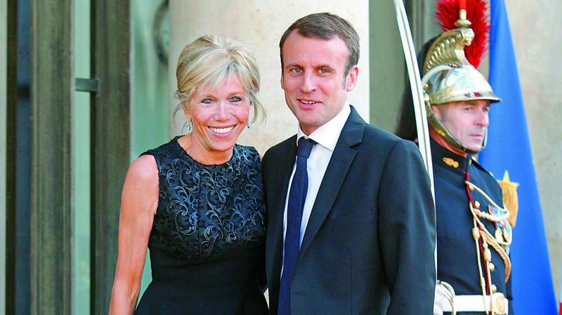 French president's Cabinet mixes old and new, left and right