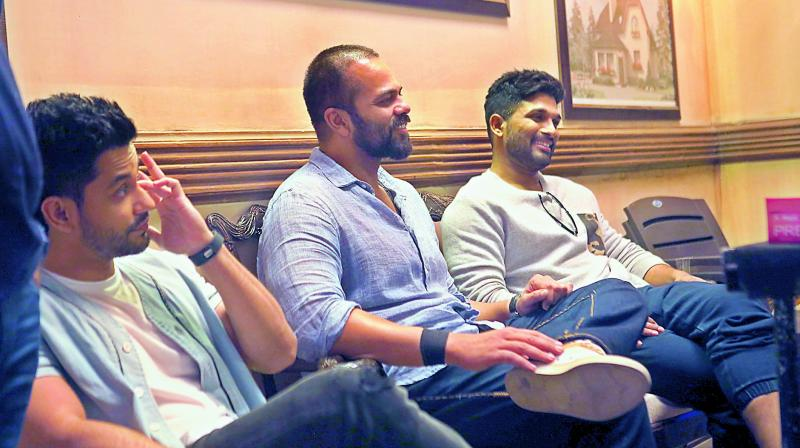 The actor spent considerable time on Monday evening socialising with the film's unit — Rohit Shetty, Tusshar Kapoor and Kunal Khemu amongst several others.