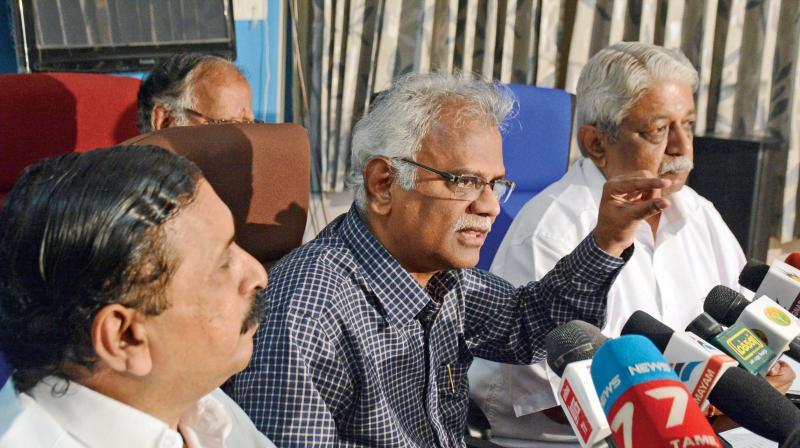 O Panneerselvam faction on day-long fast; seek probe into Jaya's death
