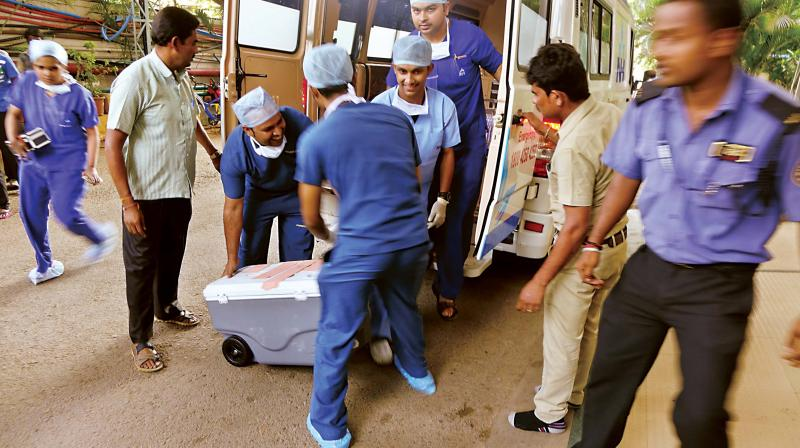 Medical staff carry the heart of Ravi to Narayana Health City in Bengaluru on Tuesday.