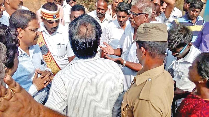 Workers of beach mineral companies expressed their grievances to the court commissioner Satyabrata Sahoo, who visited Valavallan factory on Saturday. (Photo: DC)