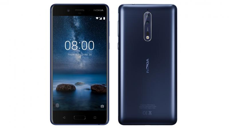 The alleged Nokia 8 also seems to have the 3.5 mm headphone jack on the top.