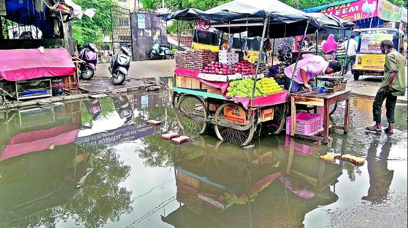 It is a miserable experience for the patients visiting the King Koti government hospital as heavy rains resulted in water logging right in front of the gate and also caused hardship to the regular commuters on Monday. (Photo: DC)