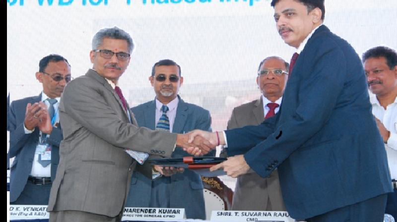 Mr V Sadagopan, CEO (Helicopter Complex), HAL and Mr R K Soni, Chief Engineer (CPWD) at the MoU program for infrastructure development works of helicopter factory, Tumakuru. (Photo: HAL India)