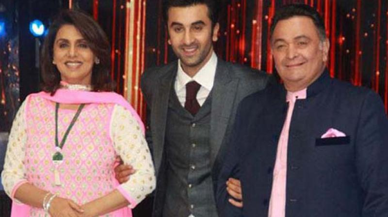 Ranbir Kapoor (Center) with his mother Neetu Singh and father Rishi Kapoor.