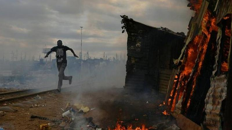 Protestors burnt a shack to the ground in a Nairobi slum as violent demonstrations against Kenya's presidential election results flared for a second day. (Photo: AFP)