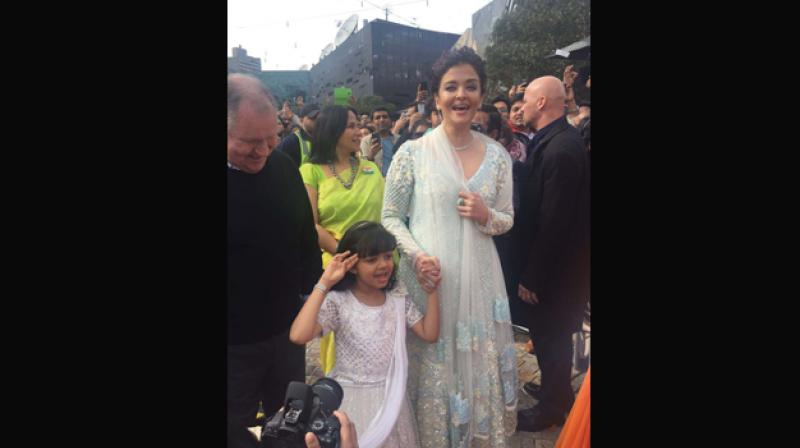 Aishwarya Rai Bachchan hoists Indian flag in Melbourne