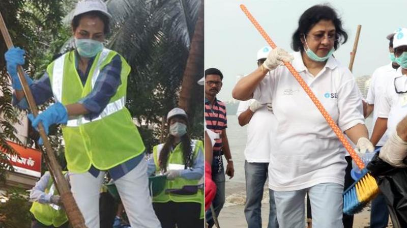 The employees of State Bank of India (SBI) marked the Gandhi Jayanti celebrations by participating in Prime Minister Narendra Modi's 'Swachh Bharat Abhiyan'. (ANI)