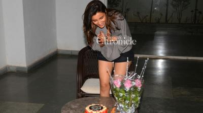 Actress Parineeti Chopra was in for a surprise, when her fans decided to show up at her residence and throw her a surprise on her birthday.(Pic: Viral Bhayani)