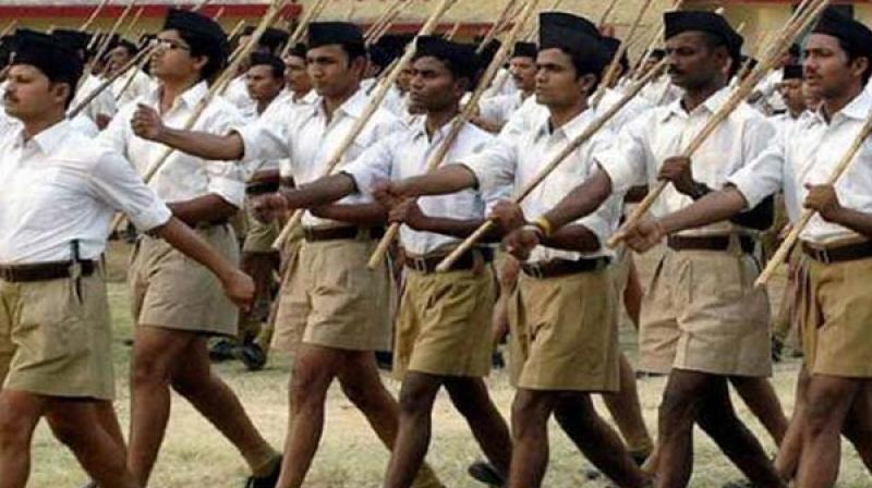 RSS Chief hoists National flag defying Collector's memo