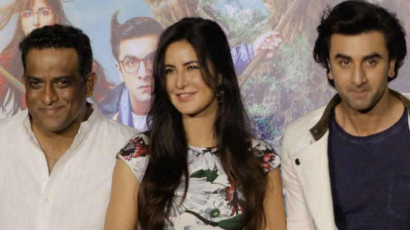 Ranbir - Katrina try to save their modesty in the song Jhumritalaiyya