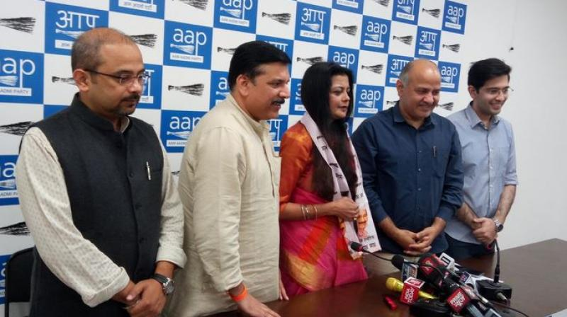 PoonamAzad, wife of suspended BJP MP Kirti Azad, joins AAP