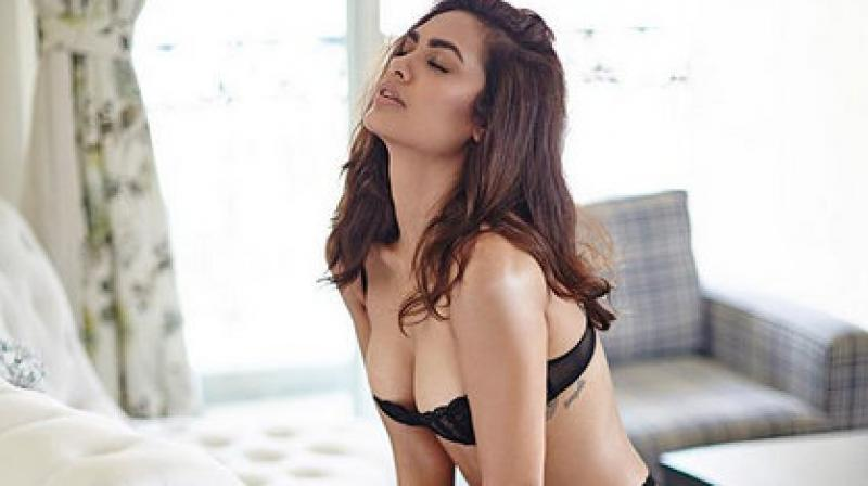 Esha Gupta Sensual Photos : shares her exotic and bold pics on Instagram