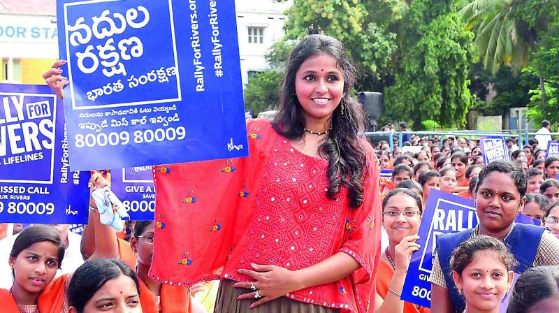 Pop singer Smita and students holding Rally for Rivers placards at a programme in Vijayawada on Wednesday.(Photo: DC)