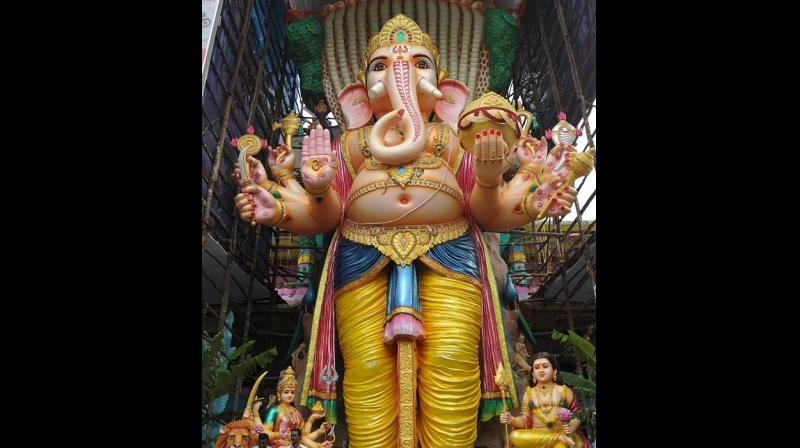 First Look Photos And Images of Lalbaugcha Raja is Out