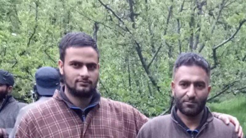 Hizbul-Mujahideen commander Muhammad Yasin Itoo (right) and Umar Majeed Mir (left). (Photo: Facebook/@DigSkr)