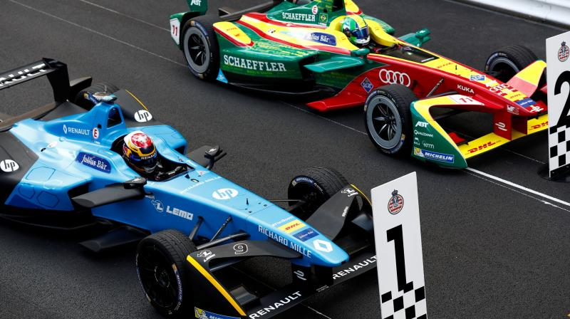 Formula E is a race of electric cars. It is the world's first street racing series with all the bells and whistles. (Photo: fiaformulae.com)