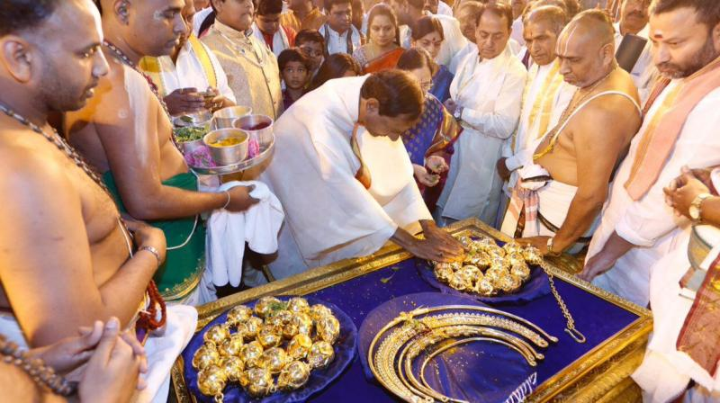 KCR accorded tumultuous welcome on his maiden visit to Tirupati