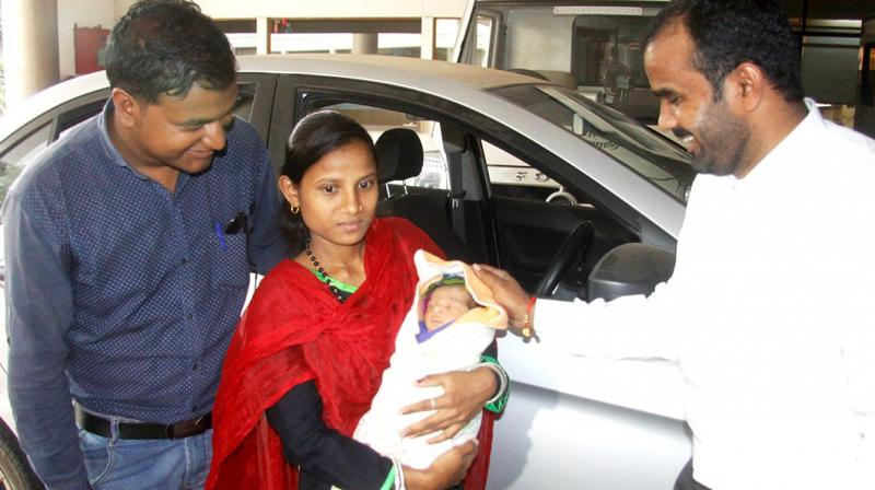 Pune Woman who delivers baby in OLA Cabs gets Free rides for next 5 years