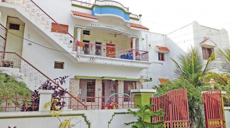 I-T officials conducted raids on expelled Andipatti MLA Thanga Tamilselvan aide's house at Narayanthevanpatti village near Cumbum on Friday. (Photo: DC)