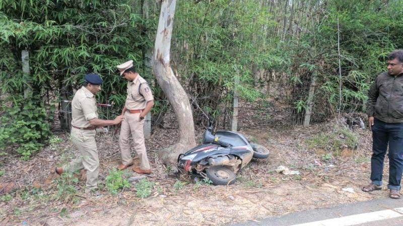 Police at the site of the encounter near Tulips resort off Bannerghatta road. (Photo: DC)