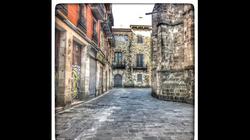 The narrow lanes in Gothic Quarter