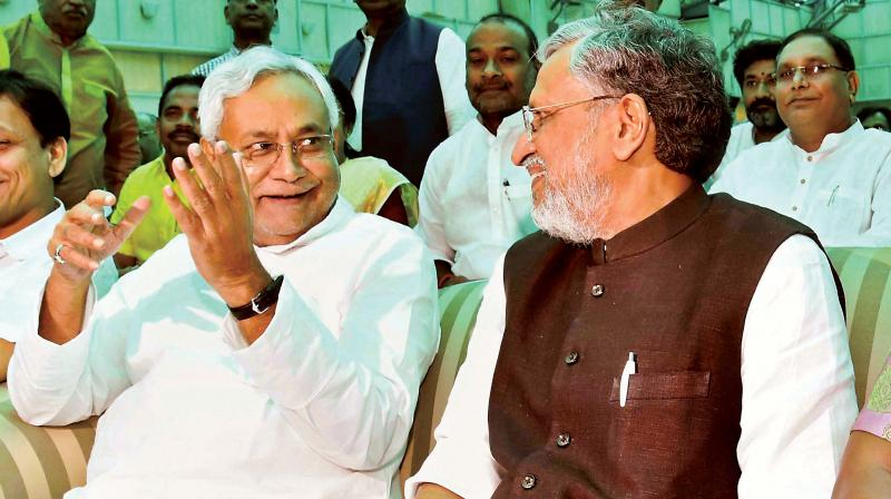 Nitish drops wannabe PM pretensions, Sharad calls alliance split unfortunate
