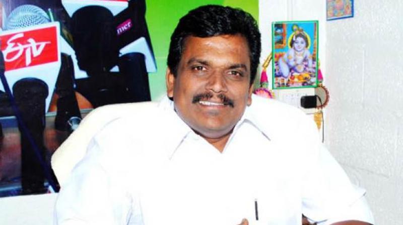 Dinakaran moves HC, opposition parties meet President — AIADMK crisis