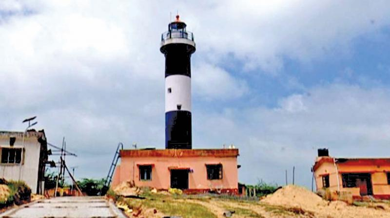 Unlike other traditional light houses whose beam of light rotates, the Pamban light house illuminates its neighbourhood in all directions simultaneously.