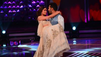 Varun Dhawan and Alia Bhatt promoted their film 'Badrinath Ki Dulhania' of the sets of the reality show 'Dil Hai Hindustani' on Thursday. (Photo: Viral Bhayani)