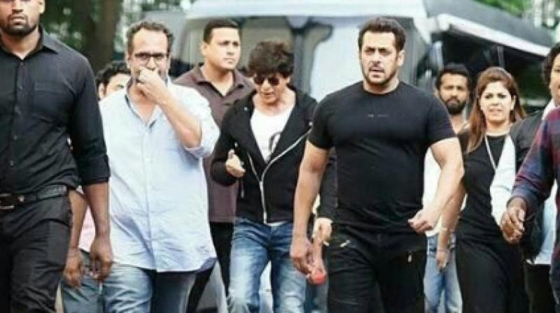Shah Rukh Khan Salman Khan Come Together To Shake A Leg