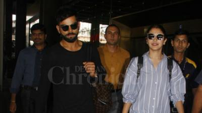 A very casually dressed Virat Kohli and Anushka Sharma landed in the city back from their Goan sojourn. (Photo: Viral Bhayani)