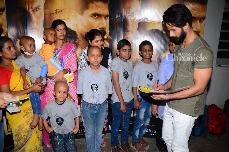 Shahid Kapoor shows his support for an initiative  related to the kids affected with cancer.