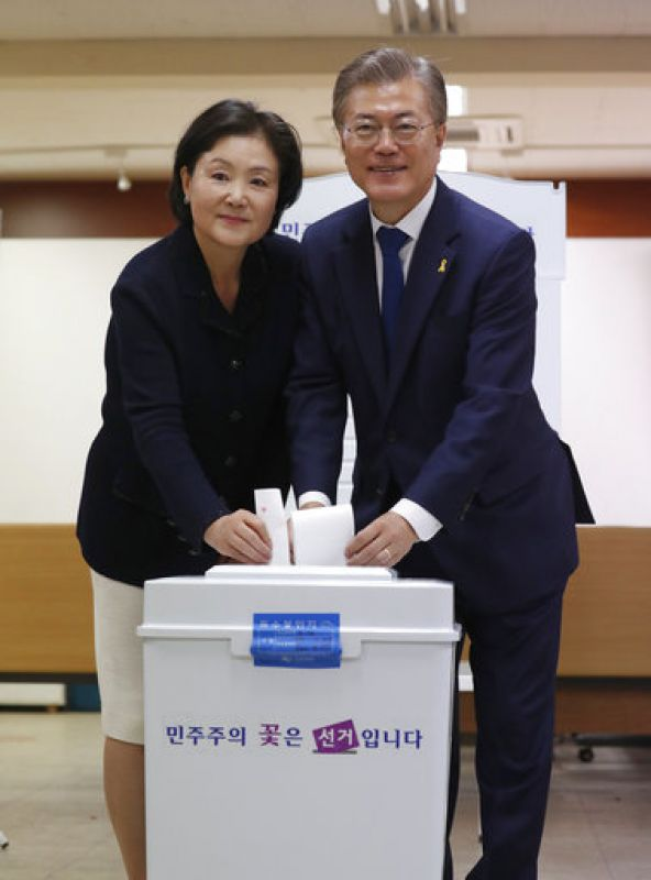 Conservatives worry that a victory by Moon Jae-in might benefit North Korea and estrange South Korea and its most important ally, the United States. (Photo: AP)